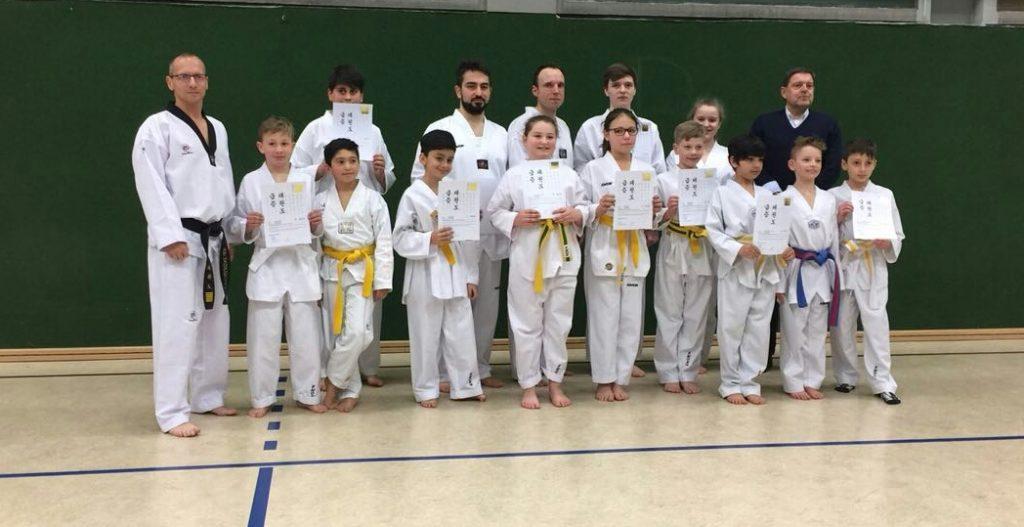Taekwondo -  Erfolgreiche Kup-Prüfung