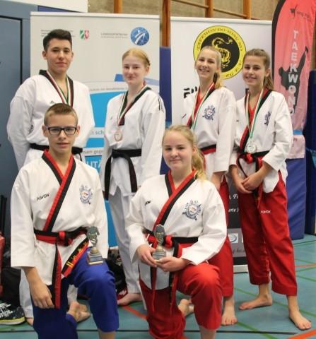 Taekwondo - Goldregen für Kamen